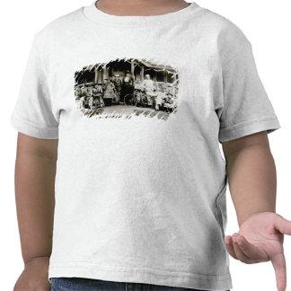Grupo de la familia, c.1900 (foto de b/w) camiseta