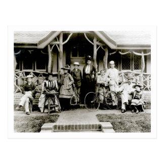 Grupo de la familia, c.1900 (foto de b/w) postal
