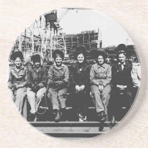 Grupo de soldadores de las mujeres durante la Segu Posavasos Cerveza