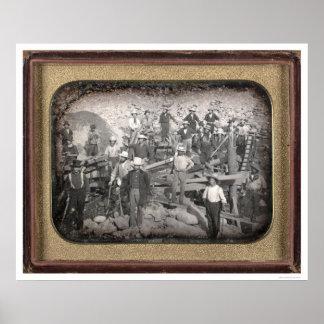 Grupo de veintitrés mineros en la esclusa [CA 1852 Póster