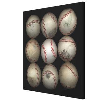 Grupo de viejos béisboles en fondo negro impresión en lona estirada