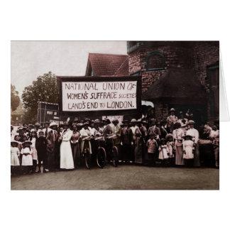 Grupo del sufragio de las mujeres con la bandera tarjeta de felicitación