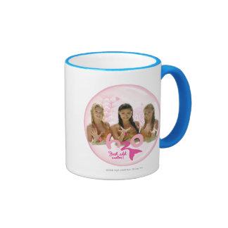 Grupo en burbuja rosada tazas de café