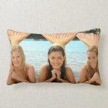 Grupo en la playa almohadas