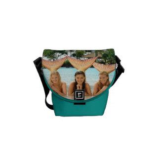Grupo en la playa bolsas de mensajería