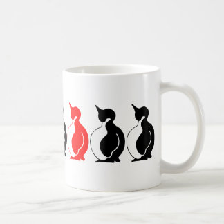 Grupo redondo del pingüino taza básica blanca
