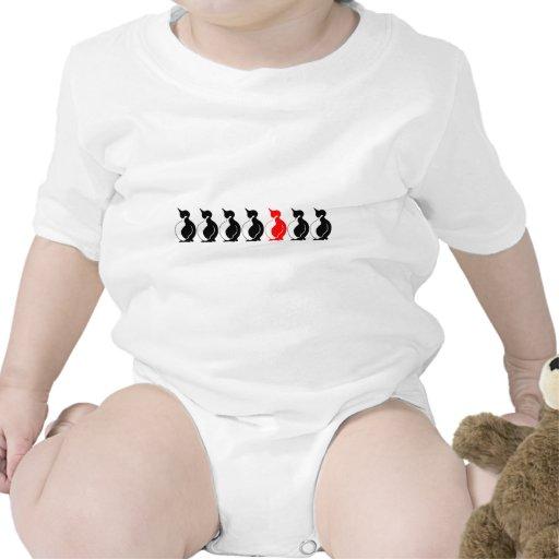 Grupo redondo del pingüino trajes de bebé