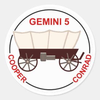 """GT 5:  """"Gordo"""" Cooper and Pete Conrad Classic Round Sticker"""