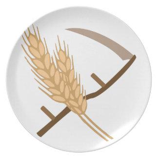 Guadaña y grano platos