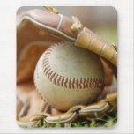 Guante y bola de béisbol alfombrillas de ratón