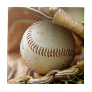 Guante y bola de béisbol azulejo cuadrado pequeño