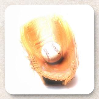 Guante y bola de béisbol posavasos de bebida