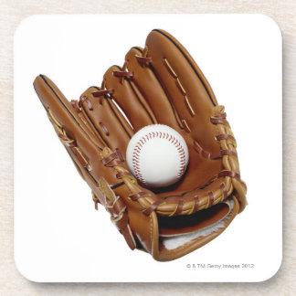 Guante y bola de béisbol posavasos