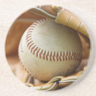 Guante y bola de béisbol posavasos para bebidas