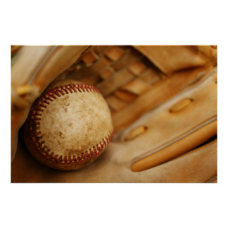 Guante y bola de béisbol póster