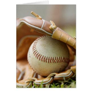 Guante y bola de béisbol tarjeton