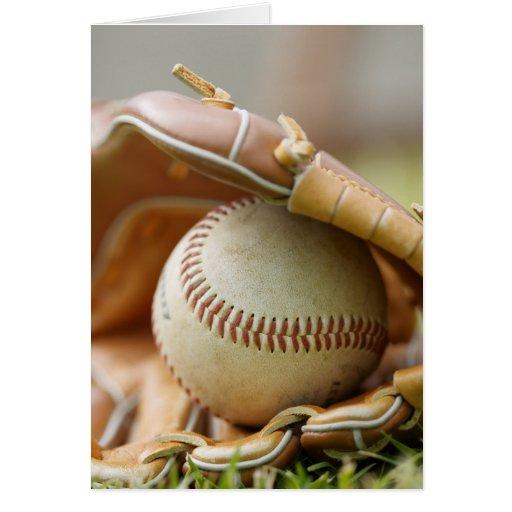 Guante y bola de béisbol tarjeta de felicitación