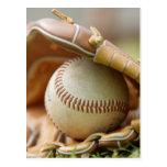 Guante y bola de béisbol tarjeta postal