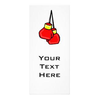 guantes de boxeo colgantes rojos y amarillos tarjeta publicitaria a todo color