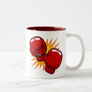 Guantes de boxeo del dibujo animado taza de café