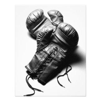 Guantes de boxeo en blanco y negro comunicados personales