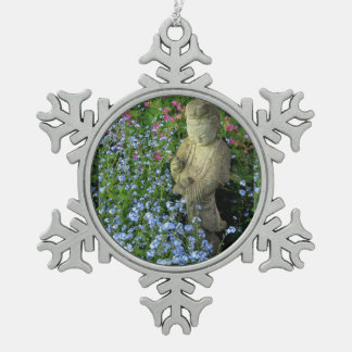 Guanyin y nomeolvides, fotografía adorno de peltre en forma de copo de nieve