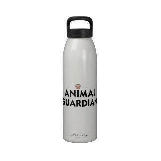 Guarda animal botellas de beber
