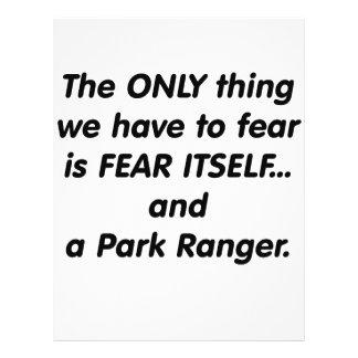 Guarda del parque del miedo tarjeton