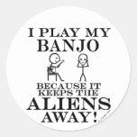 Guarda el banjo ausente de los extranjeros pegatinas redondas