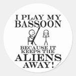 Guarda el Bassoon ausente de los extranjeros Pegatinas Redondas