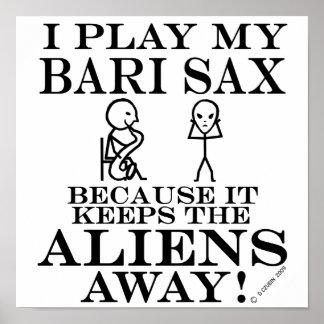 Guarda el saxofón ausente de Bari de los extranjer Poster