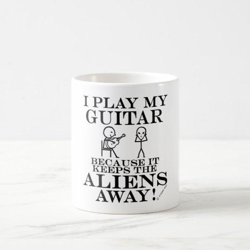 Guarda la guitarra ausente de los extranjeros tazas