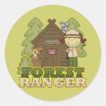 Guardabosques del bosque - chica trigueno etiqueta redonda