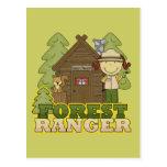 Guardabosques del bosque - chica trigueno postal