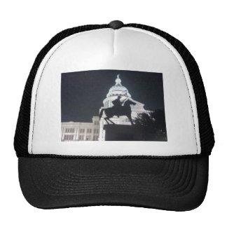 Guardabosques delante de TX Capitol.jpg Gorro