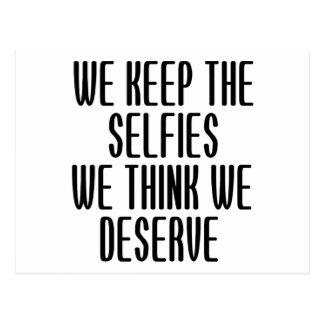 Guardamos el Selfies que pensamos que merecemos Tarjeta Postal
