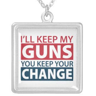 Guardaré mis armas que usted guarda su collar del