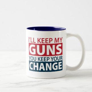 Guardaré mis armas, usted guardo su cambio taza de dos tonos