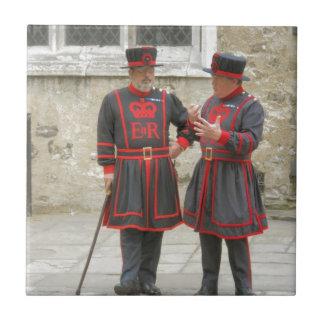 Guardas del terrateniente, o alabarderos de servic azulejo cuadrado pequeño