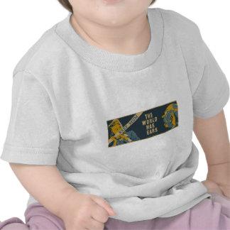 Guarde a la momia que el mundo tiene oídos camiseta
