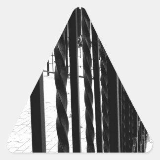Guarde adentro pegatina triangular