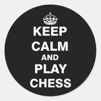Guarde el ajedrez de la calma y del juego pegatina redonda