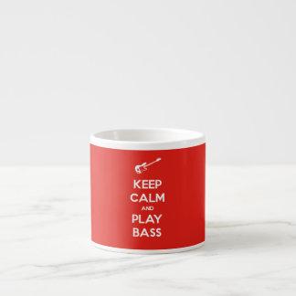 Guarde el bajo de la calma y del juego taza de espresso