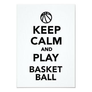 Guarde el baloncesto de la calma y del juego