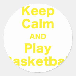 Guarde el baloncesto de la calma y del juego pegatina redonda