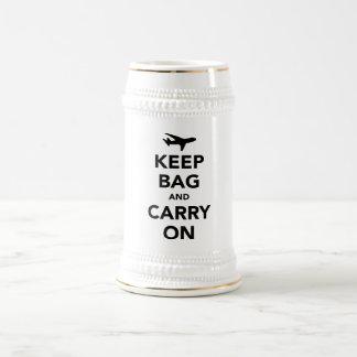 Guarde el bolso y continúe tazas de café