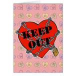 guarde el corazón hacia fuera encadenado tarjetas