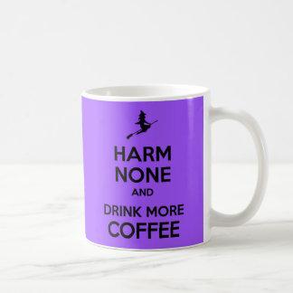 Guarde el daño tranquilo ningunos y beba más café taza básica blanca