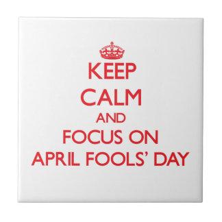 Guarde el DÍA de los TONTOS de la calma y del foco