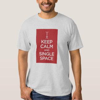Guarde el espacio tranquilo y solo playeras
